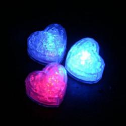 6 leuchtende LED Eiswürfel in Herzform